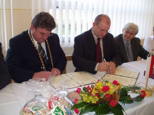 Moment podpisania umowy partnerskiej