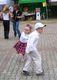 Najmłodsi chętnie szaleli na parkiecie w rytmie 'kacperkowych' zabaw.jpeg