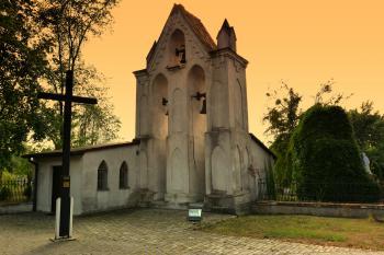 Dzwonnica przy kościele w Żytniowie