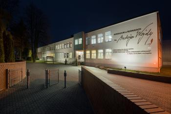 Budynek szkoły w Rudnikach