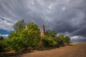 Nadciągająca burza - widok na wapiennik w Młynach