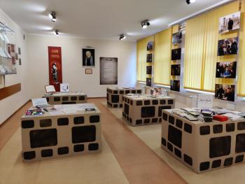 Sala patrona szkoły Andrzeja Wajdy - Publiczna Szkoła Podstawowa w Rudnikach