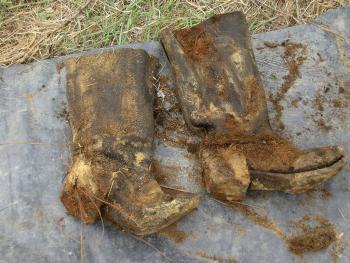 Buty żołnierskie znalezione przy szczątkach